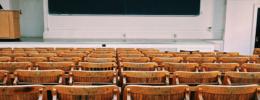 Den wirtschaftlichen Alltag in die theoretischen Strukturen des Studiums implementieren